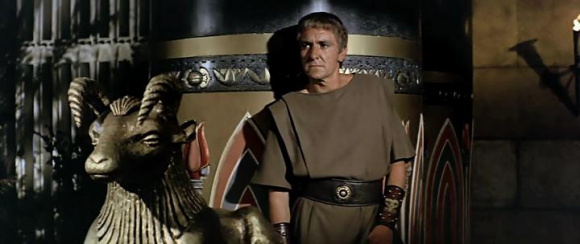 octavian anthony and cleopatra propaganda and Octavian blamed cleopatra and not antony and the senate declared war on cleopatra he used cleopatra as an excuse to wage war on mark antony as he knew that he would help her.